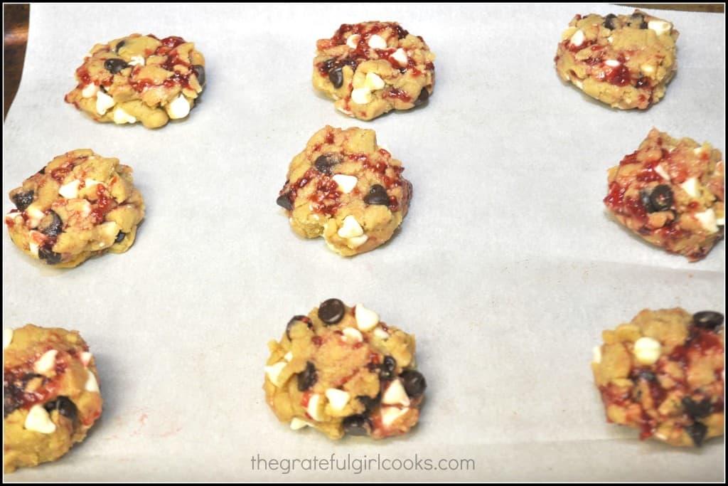 Chocolate Raspberry Cookies (Disneyland Copycat) / The Grateful Girl Cooks!
