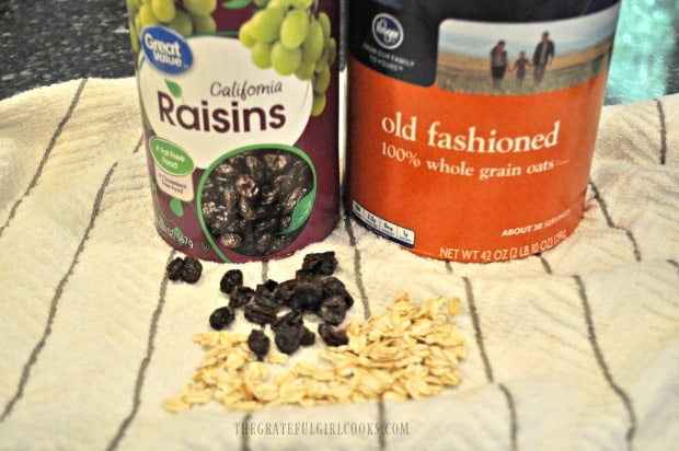 The stars of this cookie recipe: old fashioned oats and raisins!