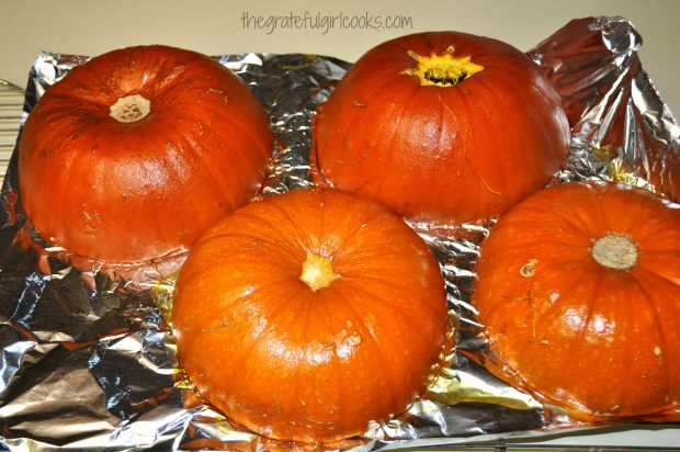 Roasted pumpkins will be tender after roasting, in order to make pumpkin puree.