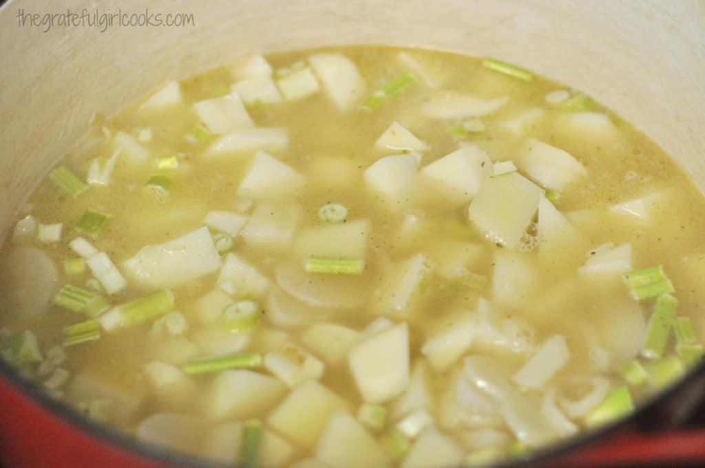 Creamy Potato Leek Soup / The Grateful Girl Cooks!