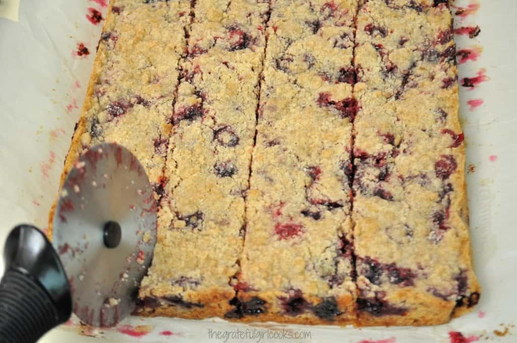 Blackberry Pie Bars / The Grateful Girl Cooks!