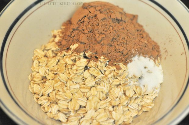 Oats, cocoa powder and sweetener are placed into microwave safe bowl.