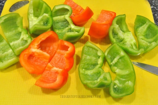 To freeze bell peppers, seeds and membranes must first be cleared out.