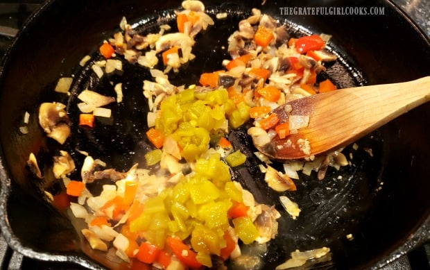 Garlic and green chiles added to veggies to make filling for Southwestern bacon quiche.