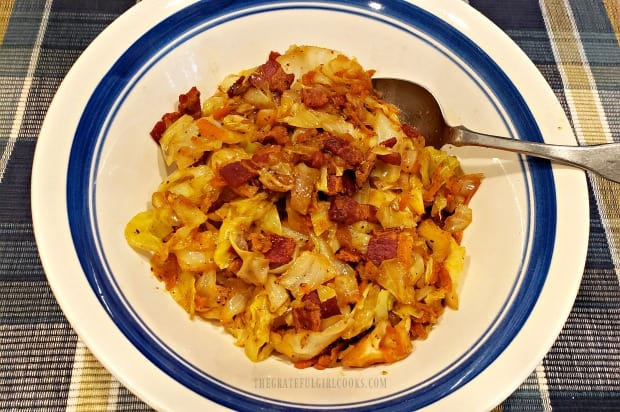 Once done, the fried cabbage (with bacon, onions and garlic) are served.