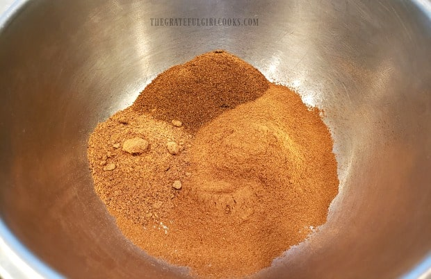 Mixing cinnamon, ground cloves and nutmeg is how to make allspice.