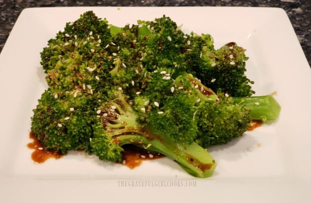 Quick broccoli in vinaigrette is garnished with sesame seeds before serving.