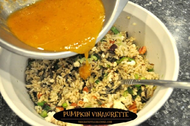 It's easy to make pumpkin vinaigrette in 5 minutes with a few ingredients! It's a delicious salad dressing for mixed green or rice salads.